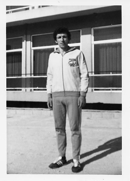Ο πρωταθλητής Ελλάδας Ευάγγελος Παύλου (3000μ. στιπλ και δρόμοι αντοχής 5000μ. και 10000μ.) πρώην του ΑΓΣΙ και τότε του Πανιωνίου Γ.Σ. που πήρε μέρος στον Μπιζάνιο Δρόμο